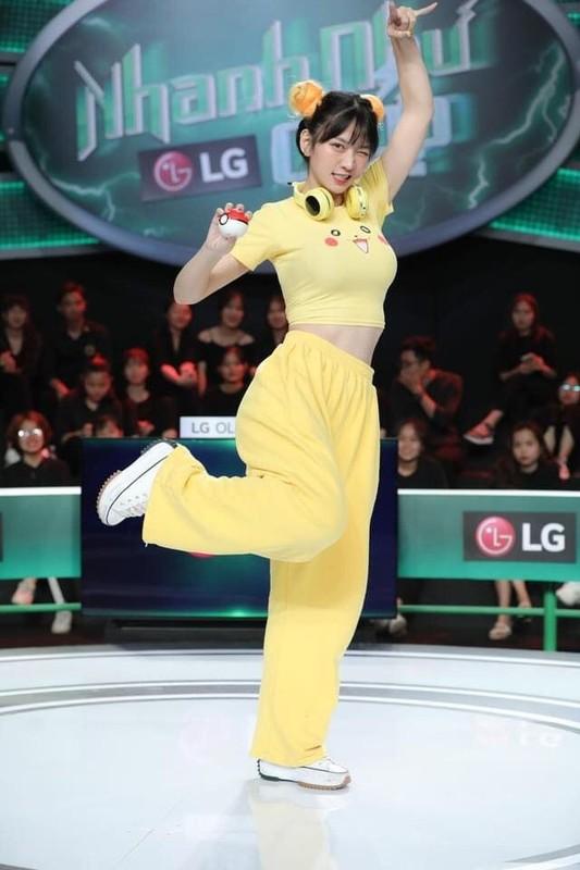 "Gap su co trang phuc, dan hot girl khien nguoi xem ""nong mat""-Hinh-2"