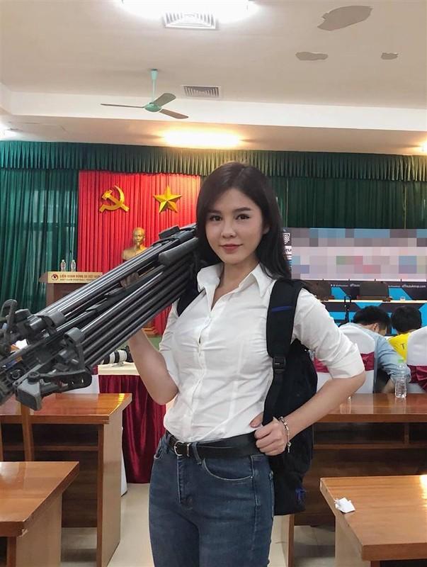 Khi len song va lam co dau, MC Thu Hoai co gi khac biet?-Hinh-7
