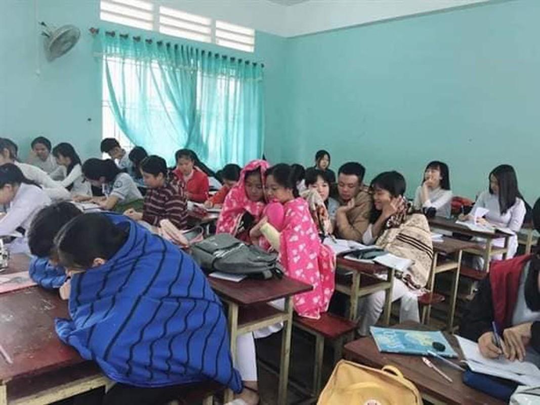 Thay giao trum chan giang day, dan tinh kho chiu vi ret dam-Hinh-6