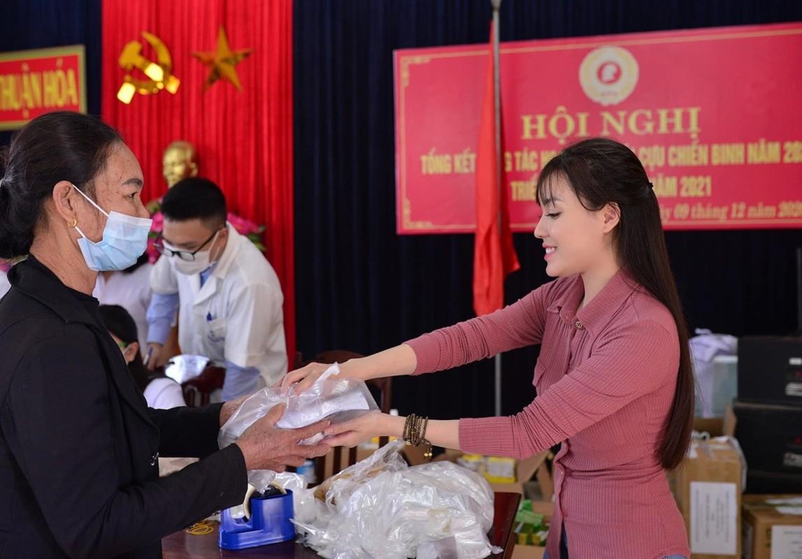 Hau scandal, nu giang vien hot nhat Ha thanh quyen ru hut hon-Hinh-9