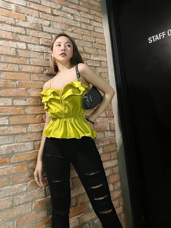 Khoe chan dai, hot girl Tram Anh bi dan mang nhac chuyen xua-Hinh-3