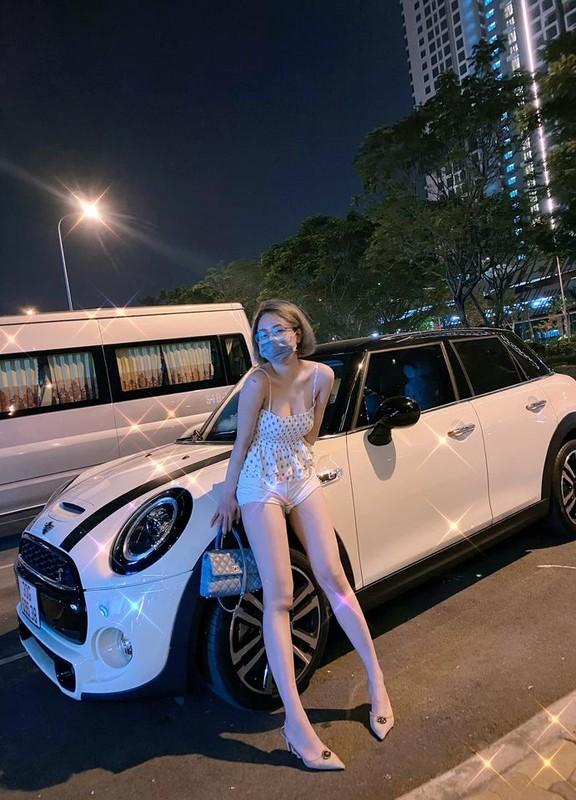 Khoe chan dai, hot girl Tram Anh bi dan mang nhac chuyen xua-Hinh-7
