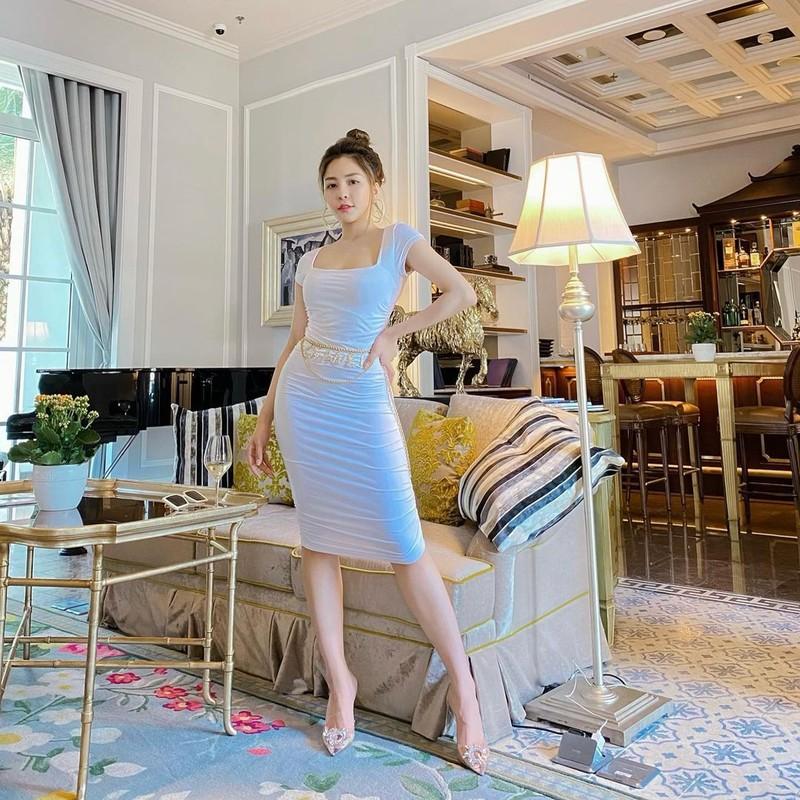Khoe chan dai, hot girl Tram Anh bi dan mang nhac chuyen xua-Hinh-8