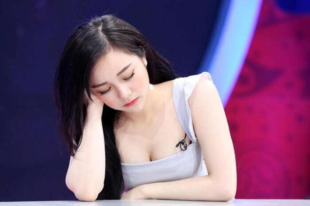 """""""Hot girl ngu gat"""" gio ra sao sau hon 1 nam lan san showbiz?-Hinh-2"""