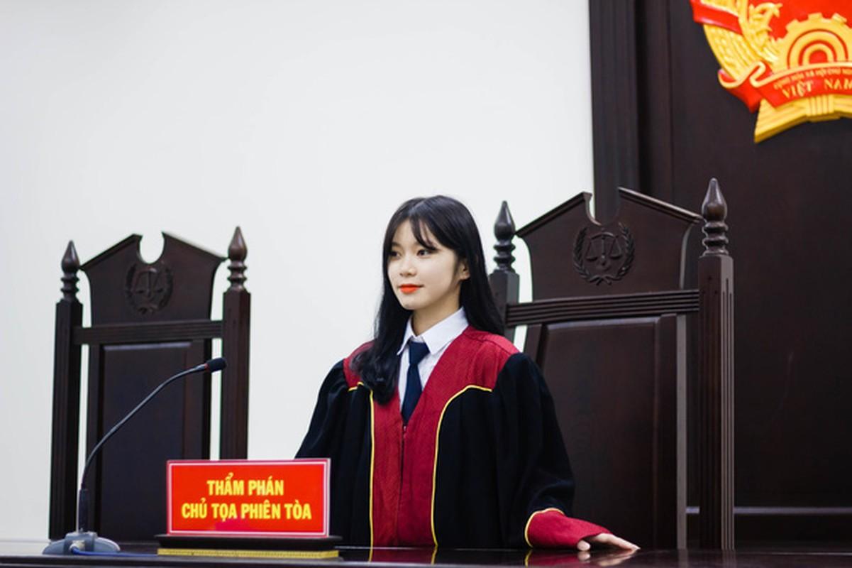 Mac ao Tham phan, nu sinh duoc dan mang xin info vi... qua xinh-Hinh-3