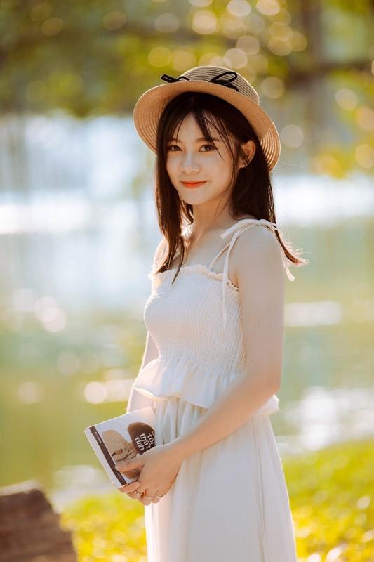 Mac ao Tham phan, nu sinh duoc dan mang xin info vi... qua xinh-Hinh-4
