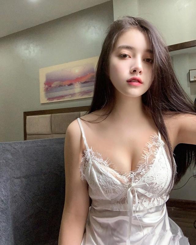 Dien ao dai, hot girl 10X gay sot vi guong mat lai Tay-Hinh-9