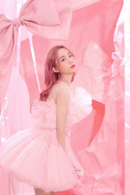 "Nu streamer Viet tung anh ""choi chang"", comeback sau lenh cam song"