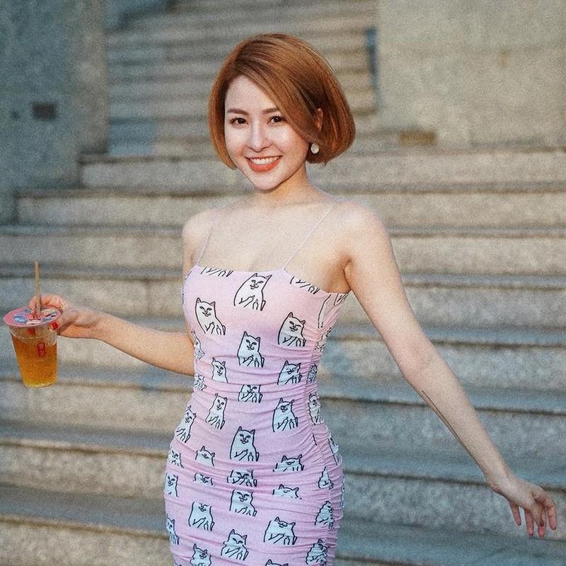 """Khoe em gai, hot girl Tram Anh bi soi nhan sac """"mot chin mot muoi"""""""