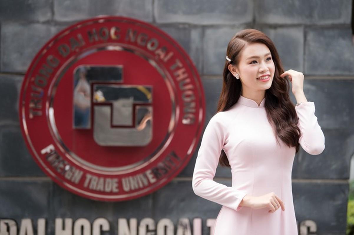 """Diem mat dan bong cua """"lo luyen Hoa hau"""" DH Ngoai thuong"""
