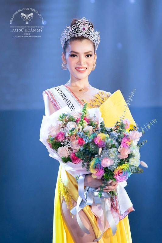 "Tan Hoa hau Chuyen gioi Viet Nam 2020 bi ""boc"" nhan sac that"
