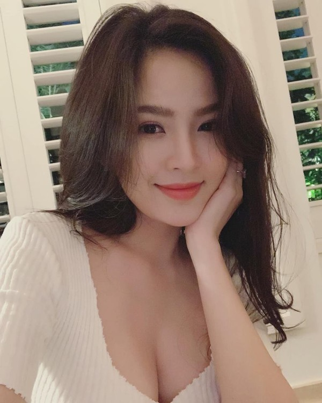 "Tram Anh va dan hot girl tung vuong scandal lo clip ""nong""-Hinh-10"