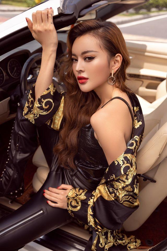 "Tram Anh va dan hot girl tung vuong scandal lo clip ""nong""-Hinh-12"