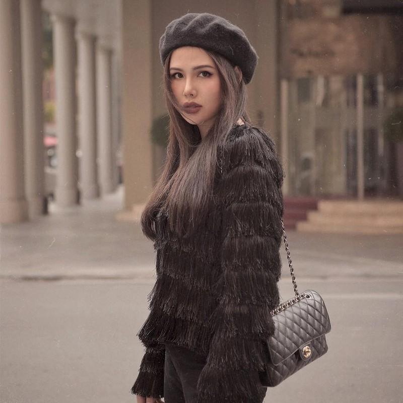 Khoe nhe goc nha, hot girl Phanh Lee gay choang vi do xa hoa