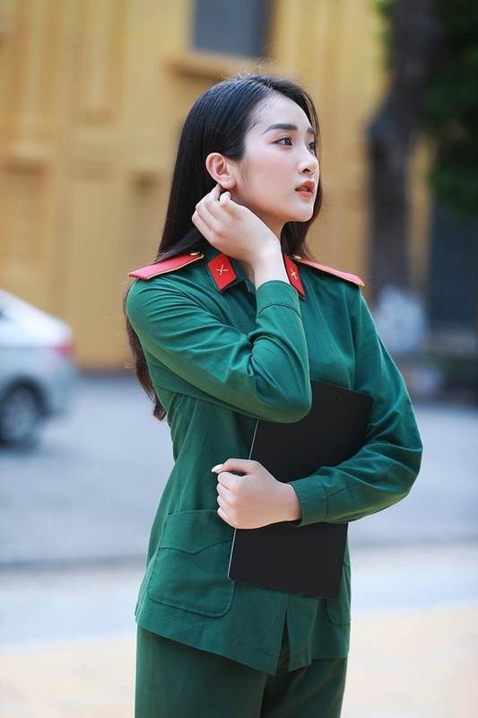 "Truong quan doi noi san sinh dan hot girl than thai ""chat ngut troi""-Hinh-2"
