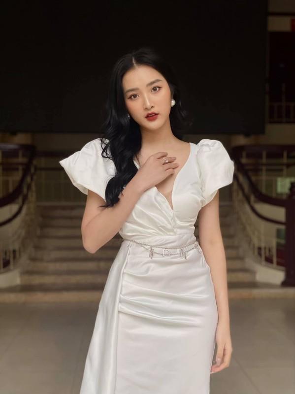 "Truong quan doi noi san sinh dan hot girl than thai ""chat ngut troi""-Hinh-3"