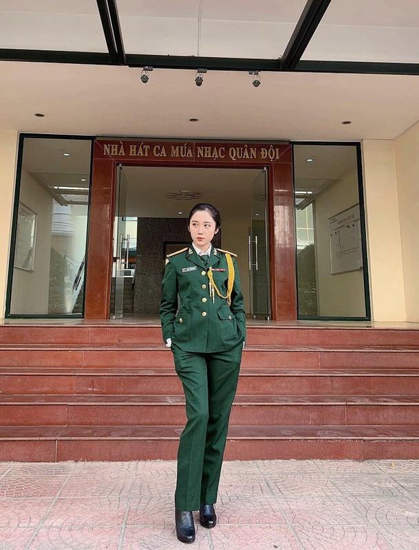 "Truong quan doi noi san sinh dan hot girl than thai ""chat ngut troi""-Hinh-9"