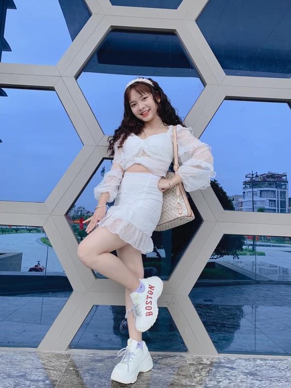 "Dan hot girl Viet ""lam loan"" Tik Tok du… chua 18 tuoi-Hinh-3"