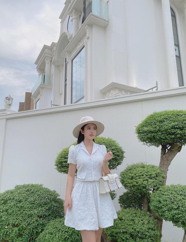Sang chanh chang kem chi, em gai Huyen Baby chiem song mang xa hoi-Hinh-10