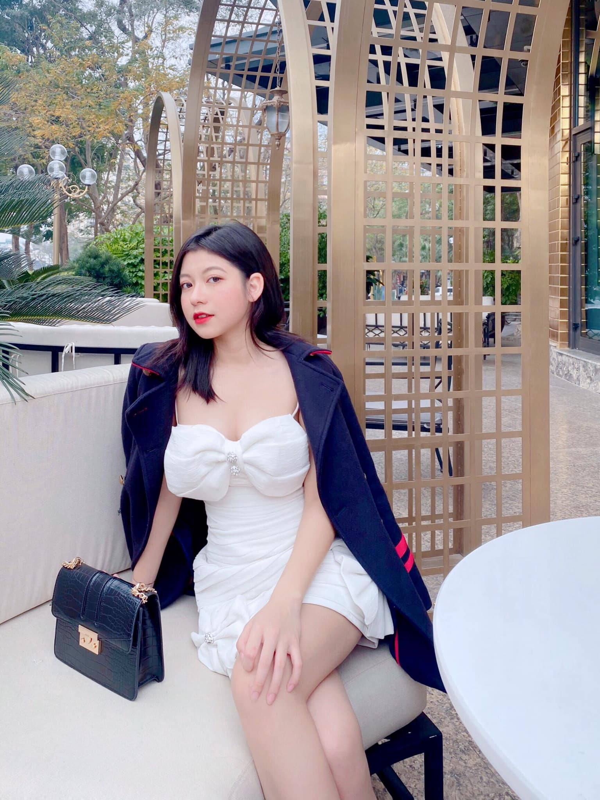 "Hot girl than hinh ""cang mong"" duoc san lung thong tin la ai?-Hinh-2"