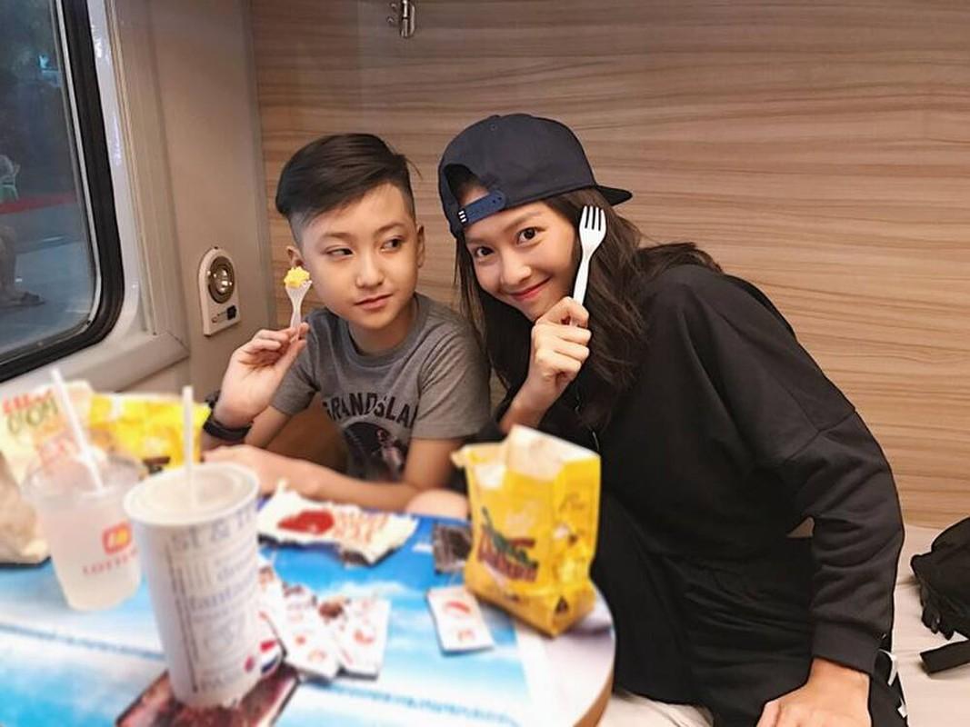 Em trai Kha Ngan lo dien, netizen khang dinh hot boy moi la day-Hinh-7