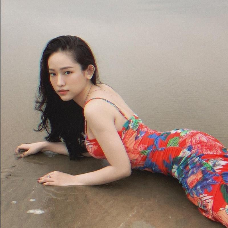 Thuy Vi dien ao xuyen thau, netizen de lai binh luan trai chieu-Hinh-10