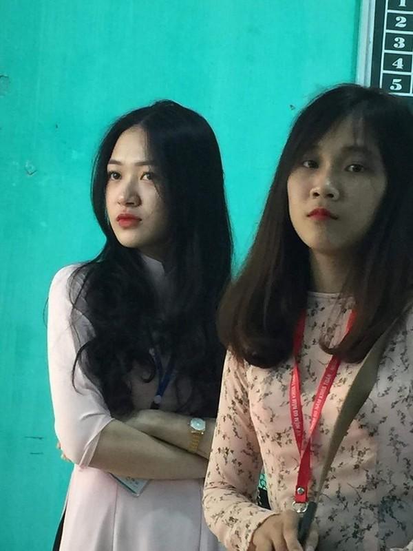 Bi chup len, nu giao vien hot girl chiem spotlight mang xa hoi-Hinh-10