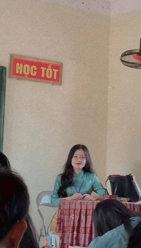 Bi chup len, nu giao vien hot girl chiem spotlight mang xa hoi-Hinh-2
