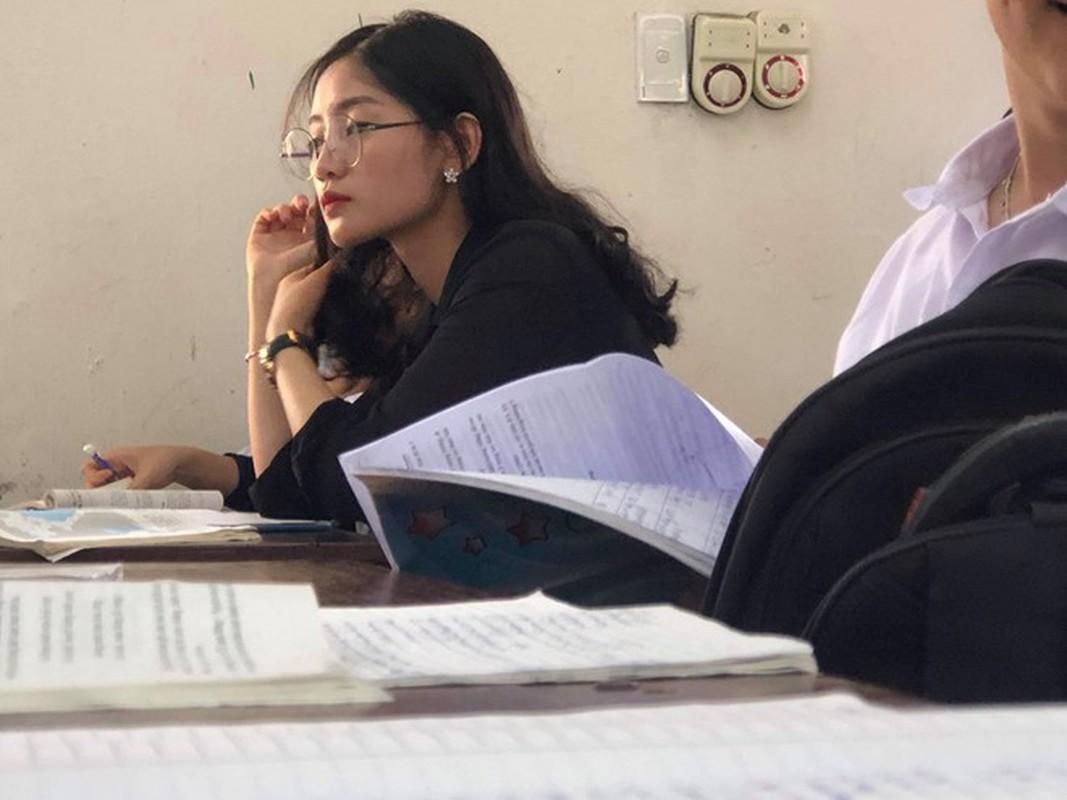 Bi chup len, nu giao vien hot girl chiem spotlight mang xa hoi-Hinh-7