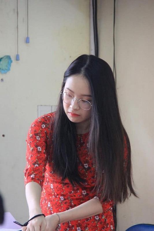 Bi chup len, nu giao vien hot girl chiem spotlight mang xa hoi-Hinh-9