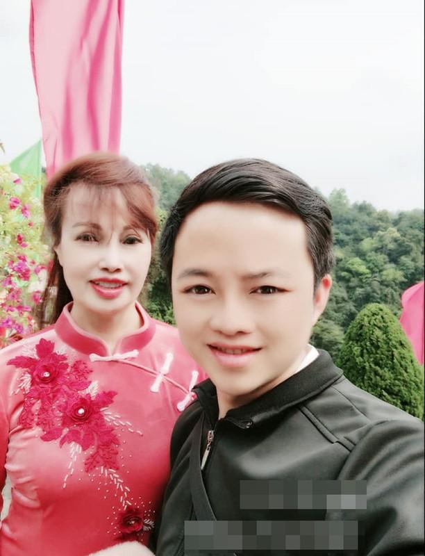 """Chong """"co dau 62 tuoi"""" lo guong mat khien netizen nga ngua-Hinh-3"""