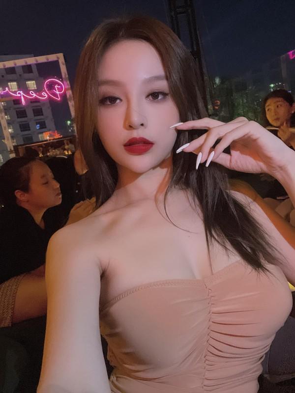 Khoe mat moc, hot girl doi dau chung minh nhan sac truong ton-Hinh-11