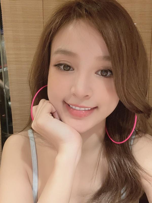 Khoe mat moc, hot girl doi dau chung minh nhan sac truong ton-Hinh-2