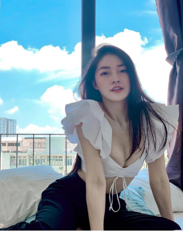 Hot girl nganh hang khong dien ao lap lo vong 1 nhin phat me-Hinh-8