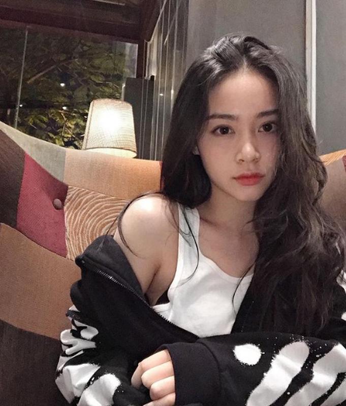 "Chan dung hot girl to thieu gia dinh dam ""phet lac"" vi 2 doi giay-Hinh-10"