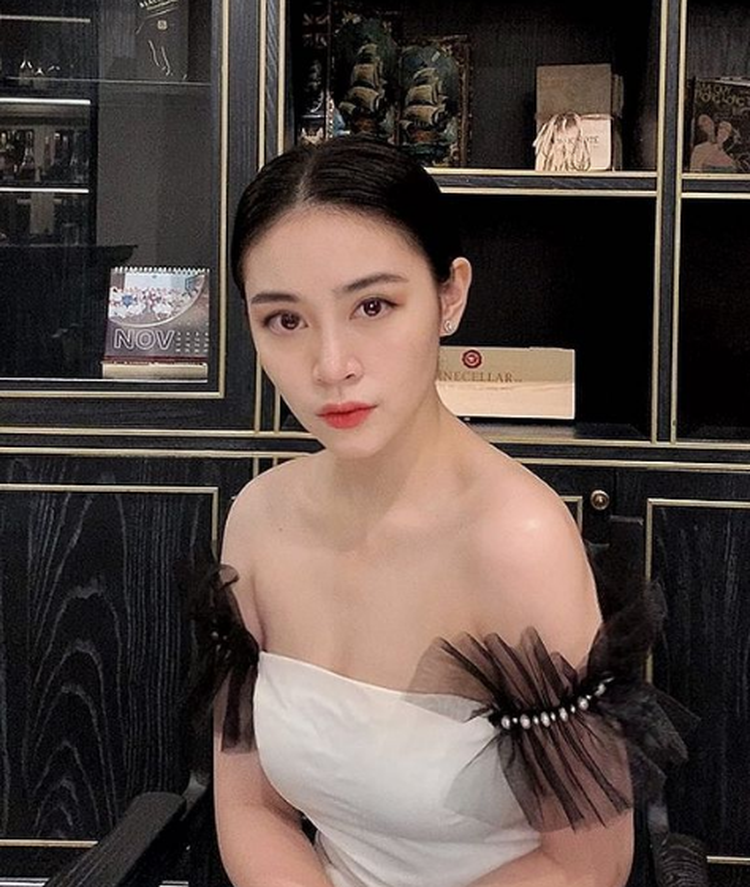 "Chan dung hot girl to thieu gia dinh dam ""phet lac"" vi 2 doi giay-Hinh-9"