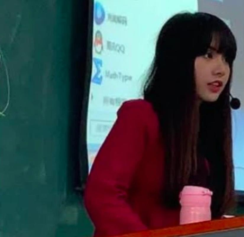 """""""Ban sao Lisa"""" len song, netizen choang voi nhan sac giong den kho tin"""
