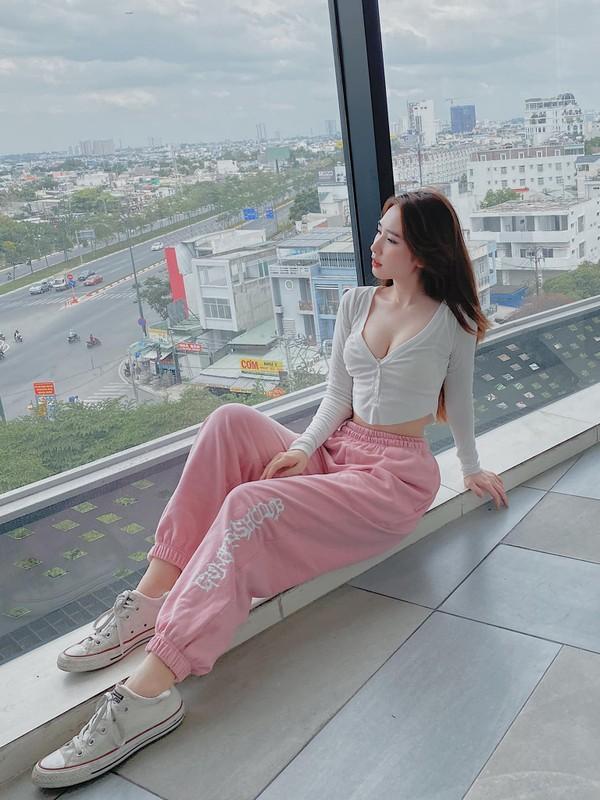 """Chia tay"" cau thu, nhan sac hot girl Sai Gon ngay mot len huong-Hinh-9"