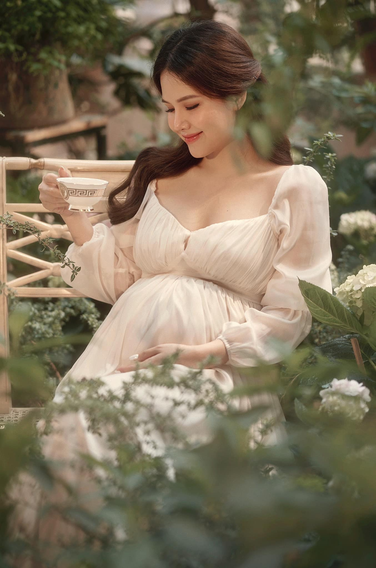Thong bao mang thai, vo thieu gia Cocobay khoe nhan sac dinh cao-Hinh-11