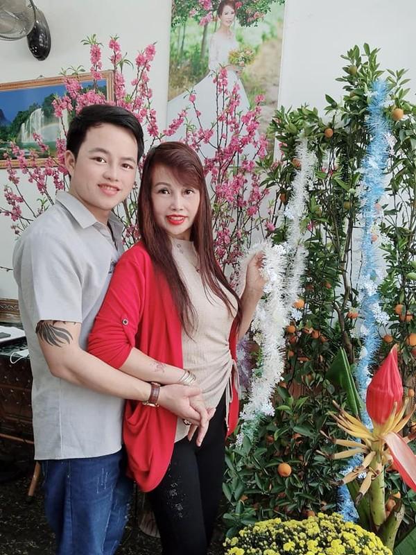 Khoe qua chong tang,