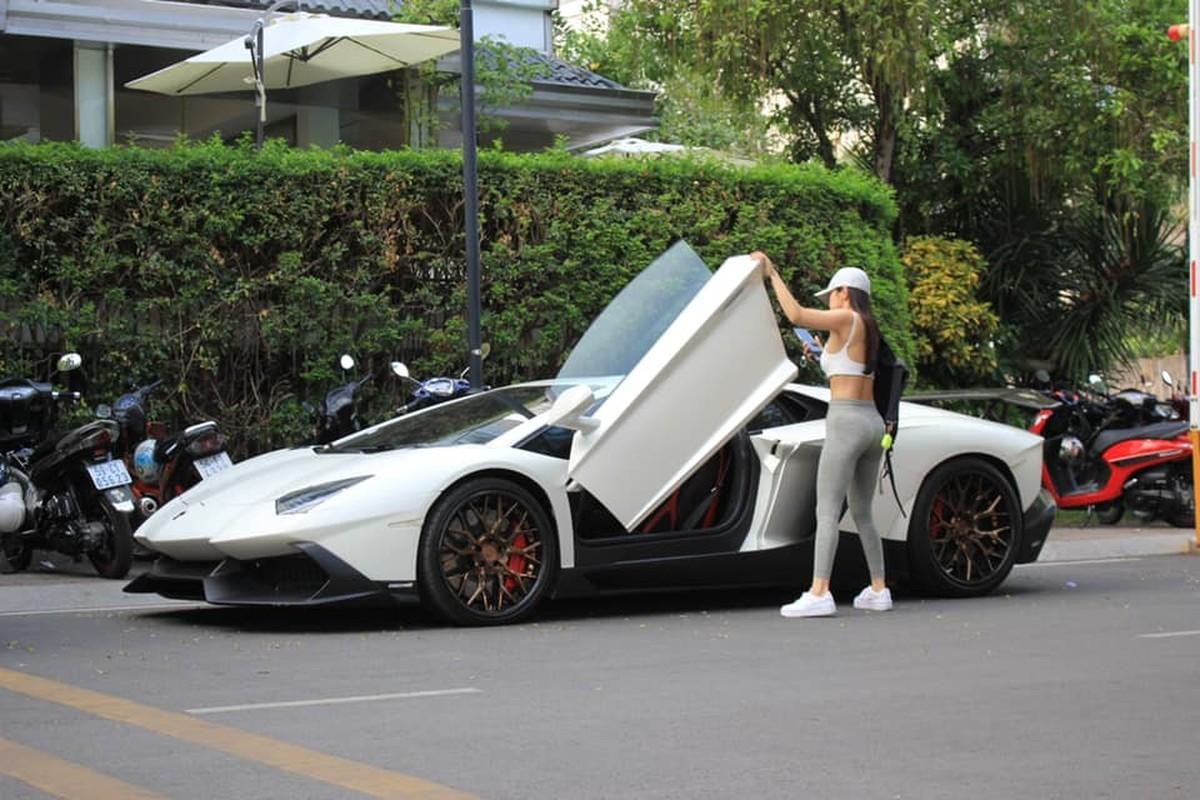 Rich kid gay me qua khoanh khac chup len ben sieu xe Lamborghini-Hinh-5
