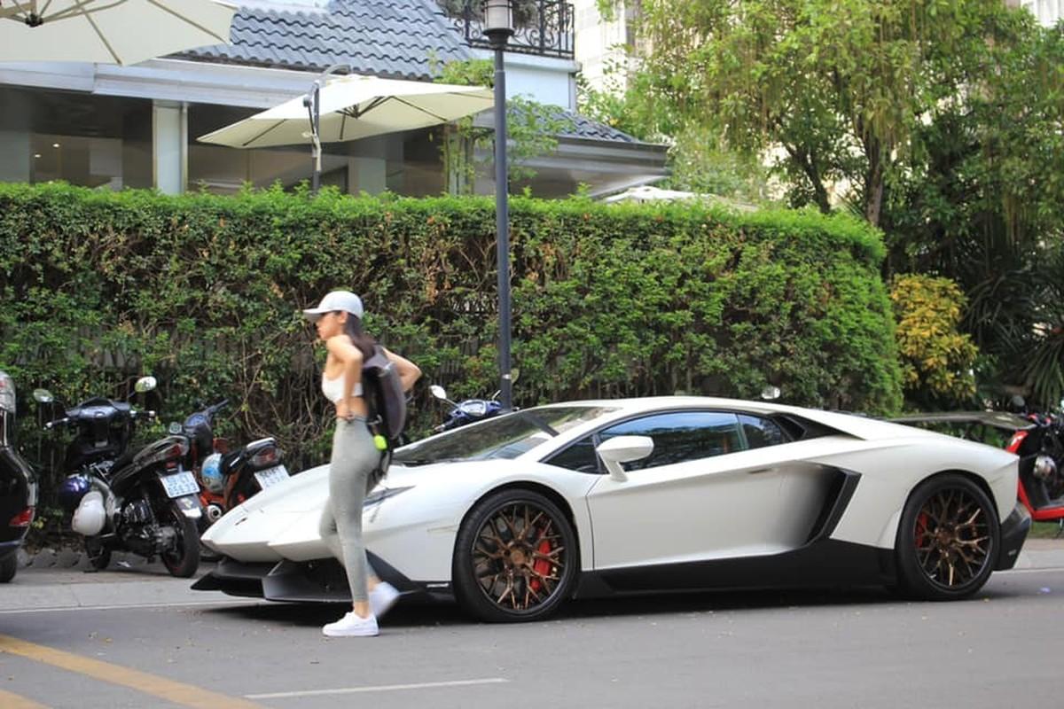 Rich kid gay me qua khoanh khac chup len ben sieu xe Lamborghini-Hinh-9
