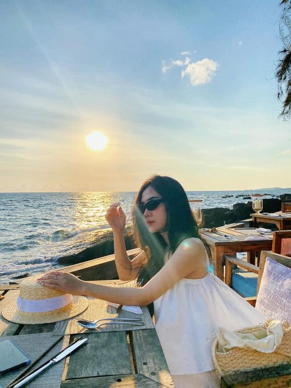 """Cuu hot girl Sai Gon dien """"2 manh"""" khien netizen chao dao la ai?-Hinh-6"""