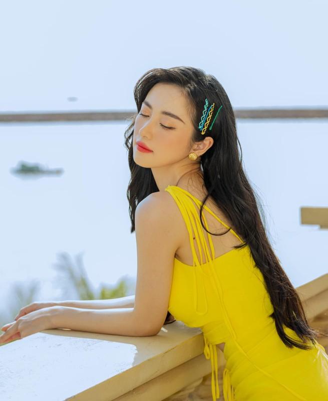 Chan lam nang tho, hot girl Viet kieu tha dang khoe vong 1