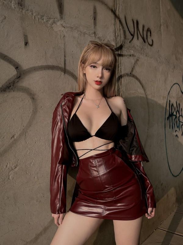 Khoe duong cong cuc pham, hot girl chuyen gioi lam netizen nghieng nga