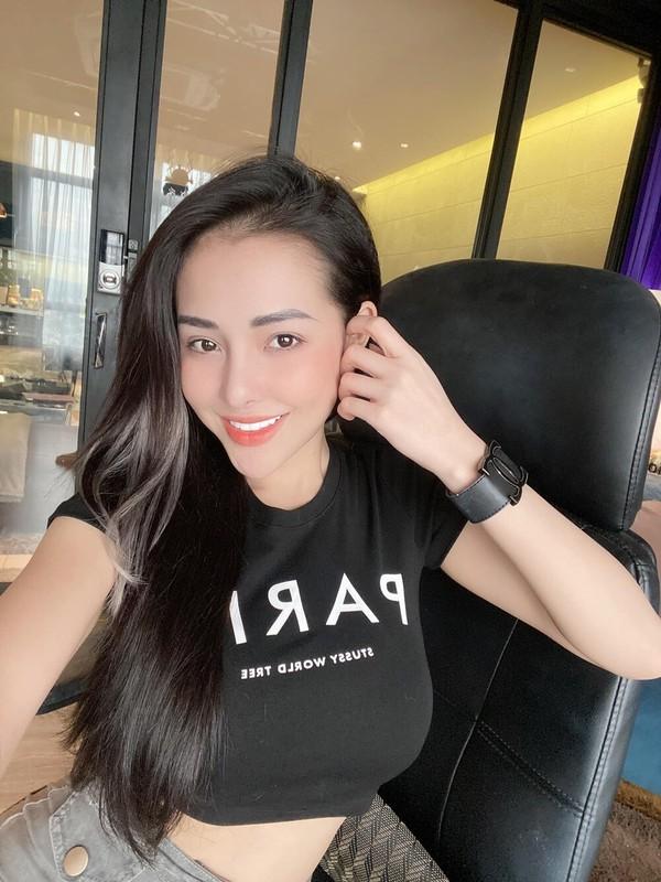 """Mac nhu khong mac, Ngan 98 xung danh """"nu hoang phan cam"""""""