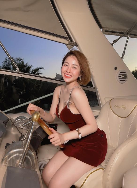 Hot girl Tram Anh dien