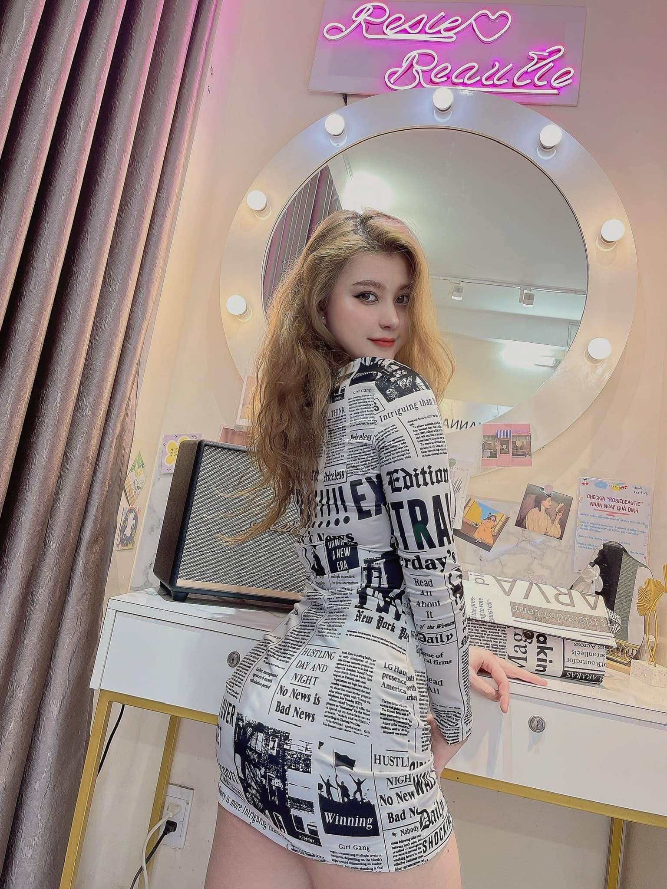 "Chuong phong cach ""chin ep"", hot girl lai Viet - My quyen ru van phan"
