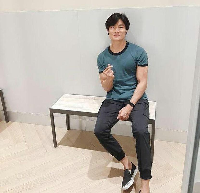 Danh tinh chang ban com bat ngo noi tieng vi giong Lee Min Ho-Hinh-7