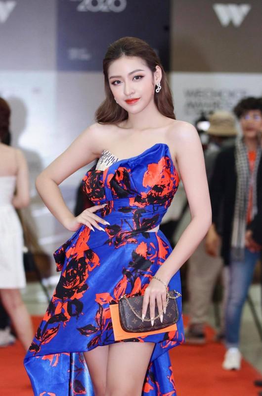 "Bi nghi dung ""dao keo"", hot girl ""trung ran can mo"" phan phao gat-Hinh-12"